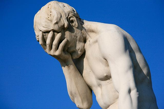 paris_tuileries_garden_facepalm_statue.jpg