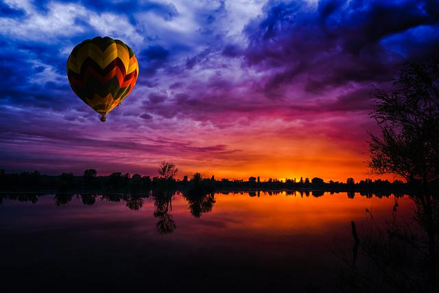 hot_air_ballon_vibrant.jpg