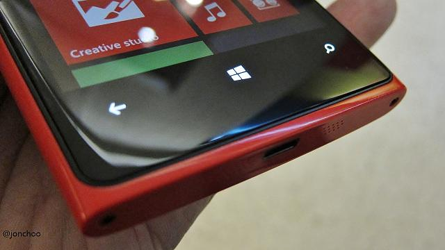 nokia-lumia-920-red-bottom.jpg