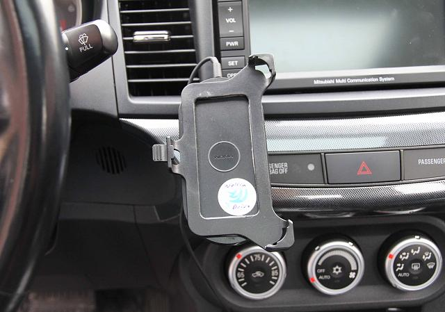 6-nokia-wireless-charger-attached-mobio-go.jpg